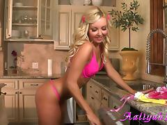 Aaliyah Love toys her admirable pussy in the kitchen tube porn video