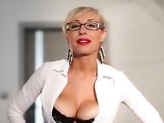 Slut with big boobs rubs her clitoris tube porn video