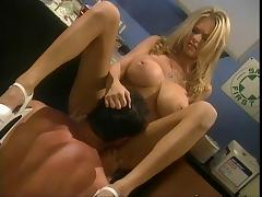 Dude drills beautiful Briana Banks in chemistry lab tube porn video