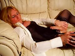 Shemale cums on sofa tube porn video