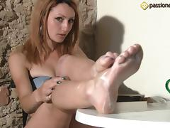 A kinky girl erotically rubs lotion all over her feet tube porn video