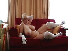 Saope blonde amatrice nous montre ses gros seins tube porn video