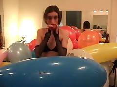 Nevah blows to pop balloons, some difficulty is had! tube porn video