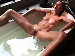 Fancy a sip? My bath water tastes like Champagne? - Cireman tube porn video