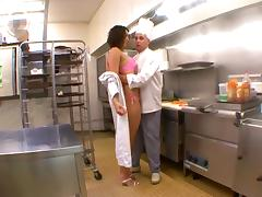 Beurette doit baiser avec son patron pour pas se faire virer tube porn video
