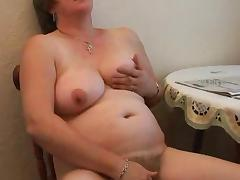 Mature Candy plays tube porn video