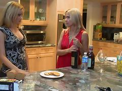 Skinny girl learns about lesbian sex from a gorgeous milf tube porn video
