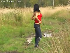 Dark-haired chick reveals her appealing body in the grassland tube porn video