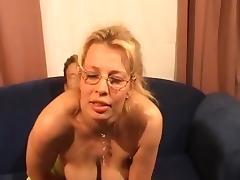 Blonde bijstandsmoeder wil graag neuken tube porn video