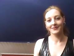 meid trekt haar pakje uit en verwent kerel tube porn video