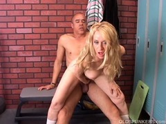 Gorgeous cougar loves to fuck tube porn video