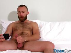 Bearded brawny hunk cums tube porn video