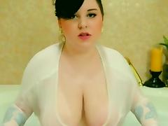 Horny plumper rubs her huge tits in the bath tube porn video