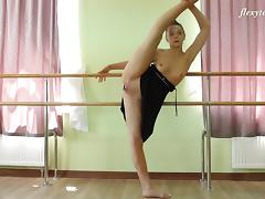 Perfect ballerina called Regina Blat and her arousing solo adventure tube porn video
