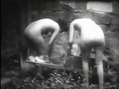 Deux petites bonnes qui manquent de rechanges (1930s) tube porn video
