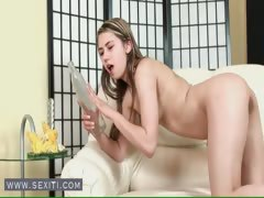 Cute brunette babe fuck the bottle tube porn video