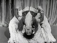 Exotic Burlesque Dancer Shakes Contents of Bra 1940 tube porn video