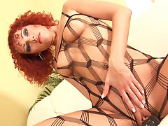 Curly red hair on sultry solo model tube porn video