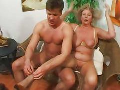 Super Omas tube porn video