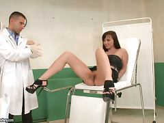 Doctor bangs Alysa Gap in her gapped ass tube porn video