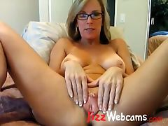 Milf Spreads Large Pussy Lips On Webcam tube porn video