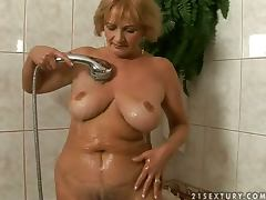 Granny gets seduced in the shower and balled in bed tube porn video