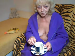 Old lady masturbates after having cup of tea tube porn video