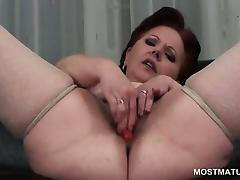 Close-up with mature hairy snatch masturbates with toys tube porn video