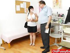 Blond-haired chubby milf explored by cunt doctor tube porn video