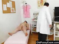 Matured cunny examined by the Gynecologist tube porn video