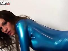 Horny latex amateur Fiona drilled with a strap on tube porn video