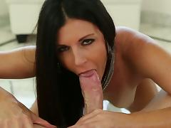 India Summer knows how to suck tube porn video