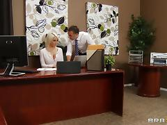 Sexy Woman With A Shaved Pussy Enjoying A Mind-Blowing Fuck In Her Office tube porn video