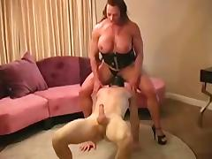 Female Bodybuilder Dominates man and gives hi tube porn video