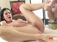 India Summer seduces a masseur and takes a ride on his dick tube porn video